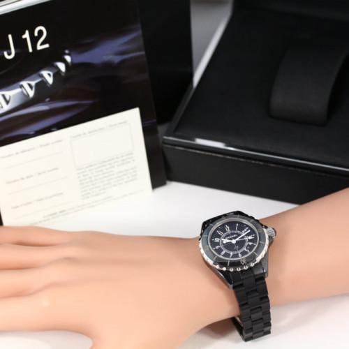 シャネル J12/ジェイトゥエルヴ・33mm セラミック・クォーツ時計