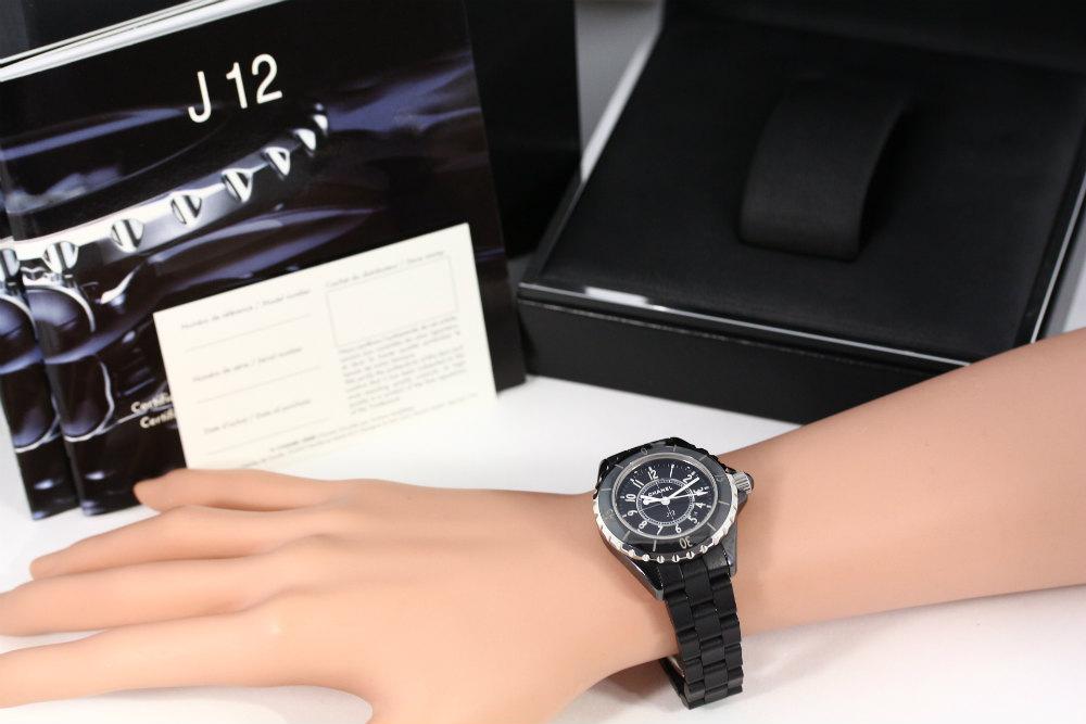 sale retailer e330a d68cb 多数の有名人が愛用!シャネル(CHANEL)の腕時計「J12」 | リ ...