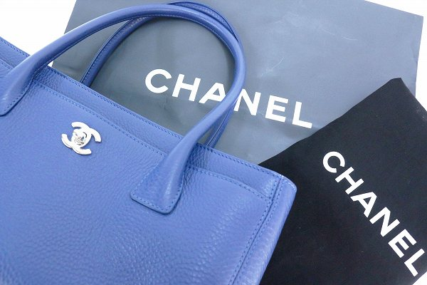 chanel_executive_tote_08