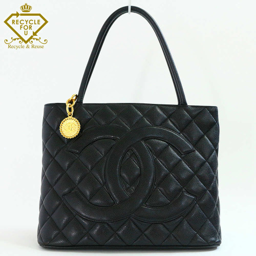 chanel_medallion_tote_01