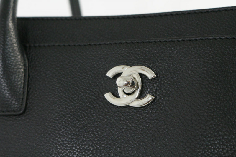 chanel_executive_tote_05