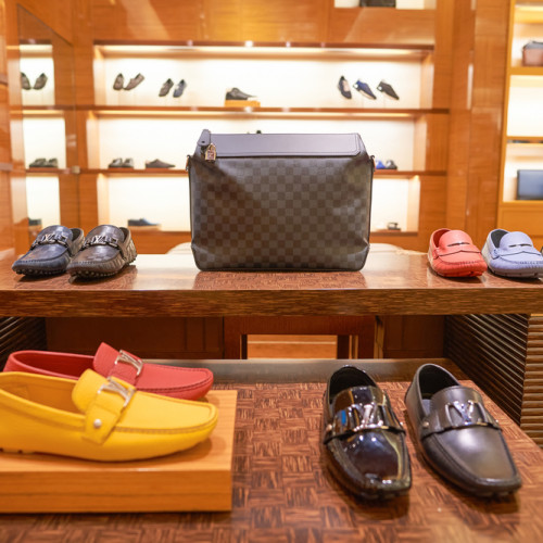 louisvuitton_Men's_shoes_show_window